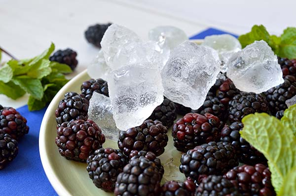 blackberries with ice momsfitnessheaven