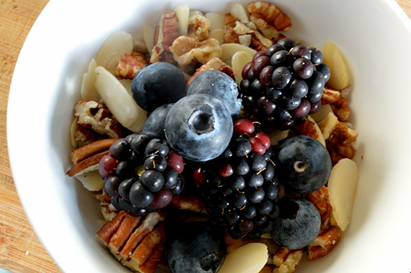 berry nuts oats momsfitnessheaven